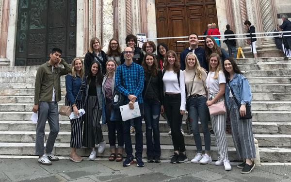 Group of History of Art students traveling abroad